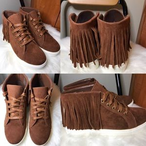 Shoe Dazzle Amber suede moccasin sneakers 6.5.